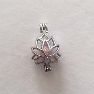 Jewelry - Lotus cage